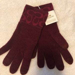 Coach Logo Knit Tech Gloves in Bright Berry
